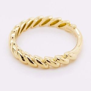 NWOT solid 14kt yellow gold tilted leaf band ring